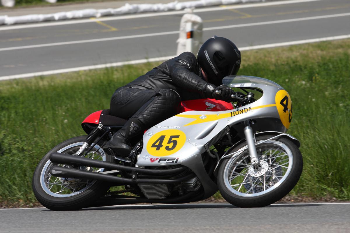 mv renovace renovace historickych motocyklu honda cb   classic racing